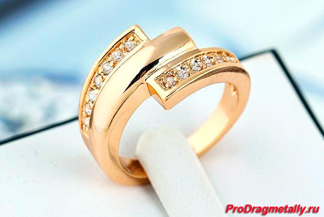 Модное кольцо из 18-ти каратного золота