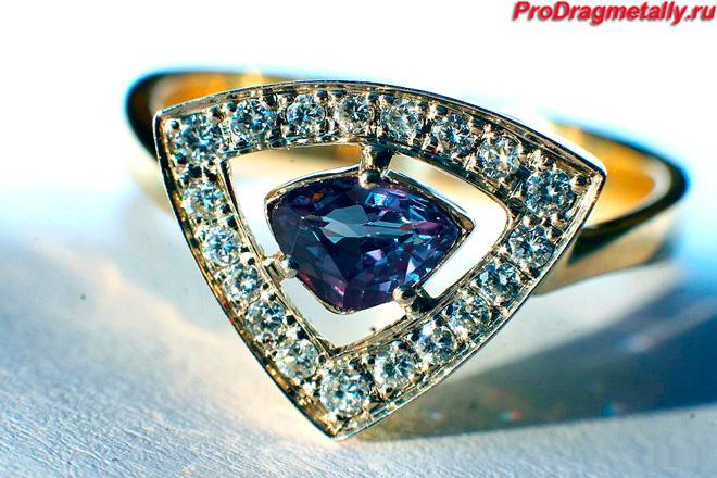 Кольцо с камнем александрита