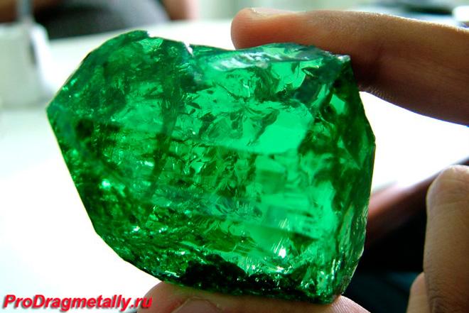 Камень цаворит