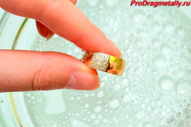 Мыльный раствор для чистки золота