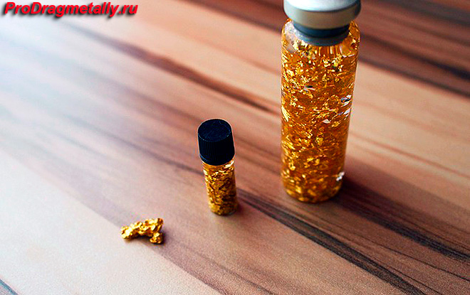 Золотые самородки в колбе