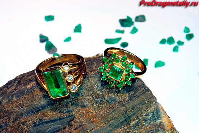 Кольца с изумрудными камнями