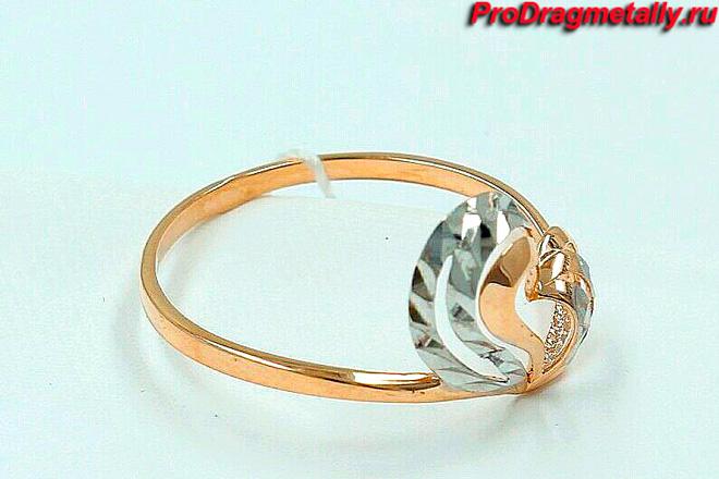 Золотое кольцо с родированным сердечком