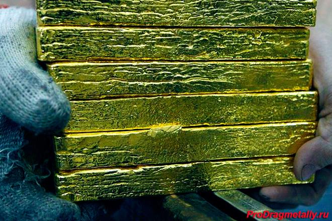 Большие слитки золота