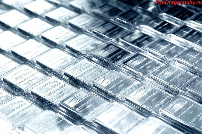 Серебряные слитки в упаковке