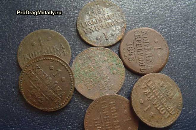 Россыпь монет номиналом 1 копейка серебром